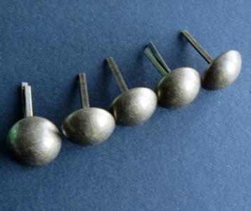Basestuds,bodemdoppen brons 16 mm