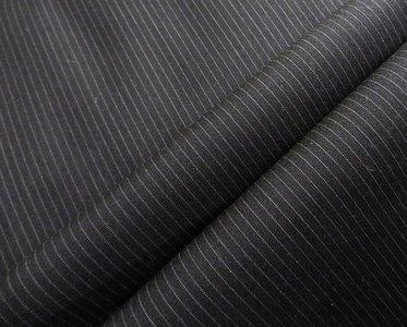 Professionele voeringstof zwart met blauwgrijs streepje 140 breed