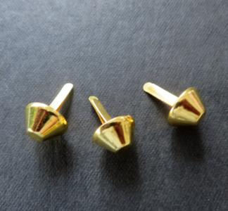 Basestuds,bodemdoppen goudkleur 15  mm ton model