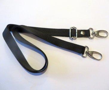 Verstelbare schouderband van stevig tassenband 2 cm breed en van 85 cm tot 150 cm